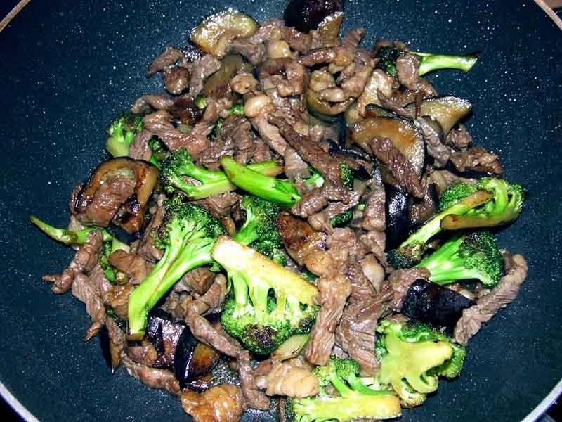 Receta de Ternera con boniato, brócoli y setas