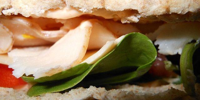 Pita de salchicha y queso
