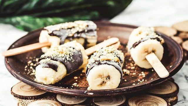 Pops de plátanos congelado