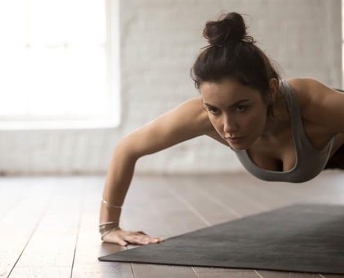 7 de los mejores ejercicios de hombro con el peso corporal