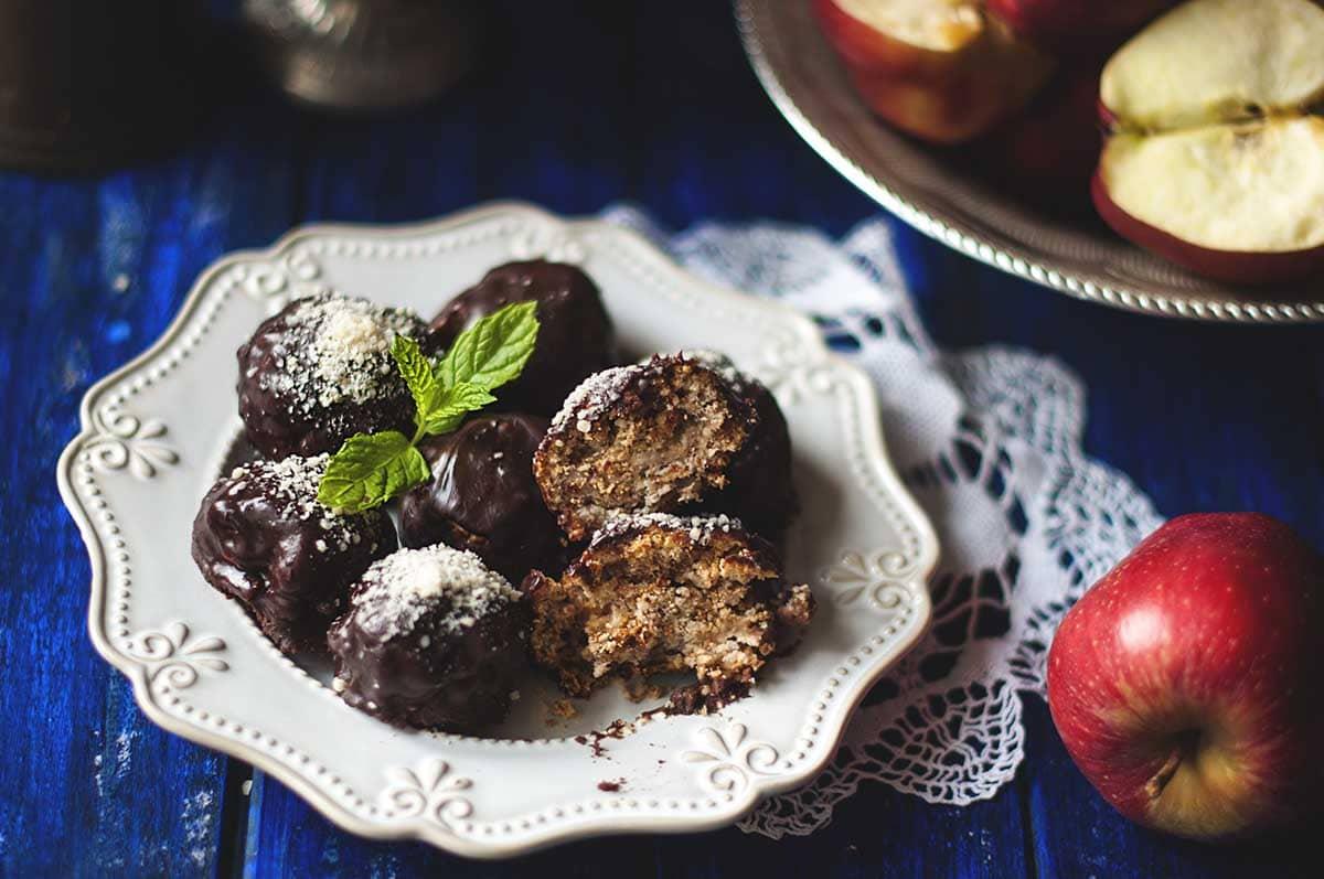 Bombones de proteína de chocolate y mantequilla de cacahuete