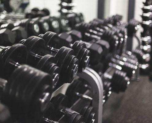 Los beneficios de los gimnasios de pesas